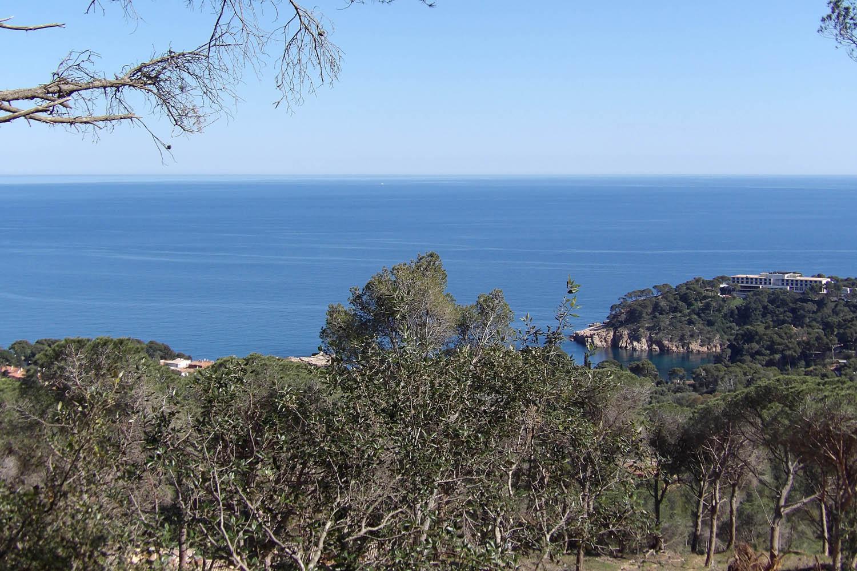 Plots views over the beach of aiguablava de begur bacanar - Aiguablava costa brava ...
